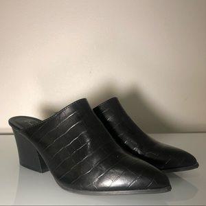 Qupid women's size 9 slip on pointed toe snakeskin